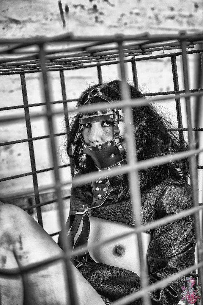 Fetisch-BDSM-Bondage-Lost-Place-Model-Claudia-Diamond-SvenSpannagel-Fotografie-4.jpg