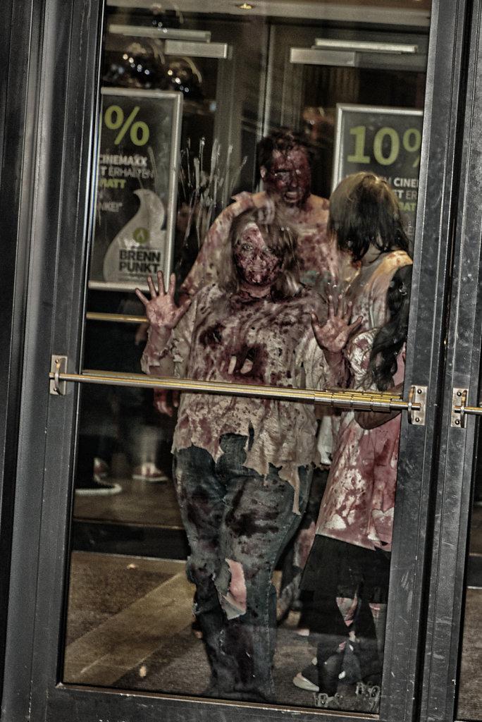 the-walking-dead-cinemaxx-bielefeld-zombie-walk-svenspannagel-fotografie-zombie-horror-11.jpg