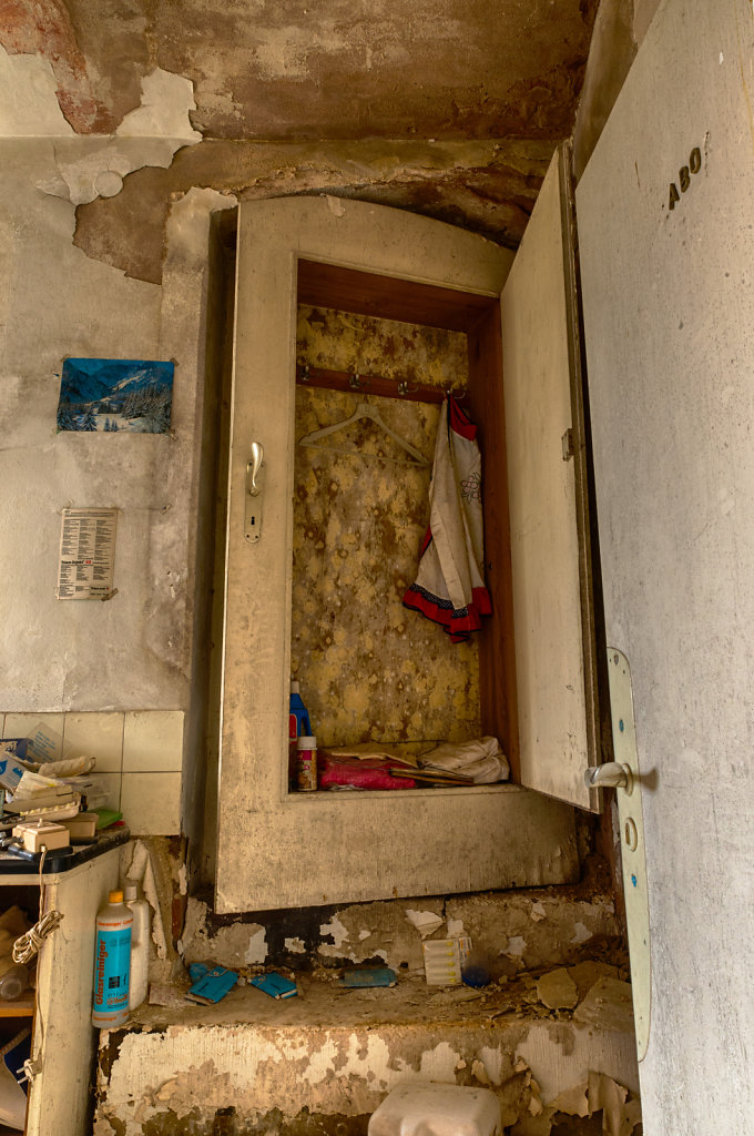 lost-place-anna-L-DrPain-svenspannagel-fotografie-urbex-urologen-villa-lostplace-rotten-place-2.jpg