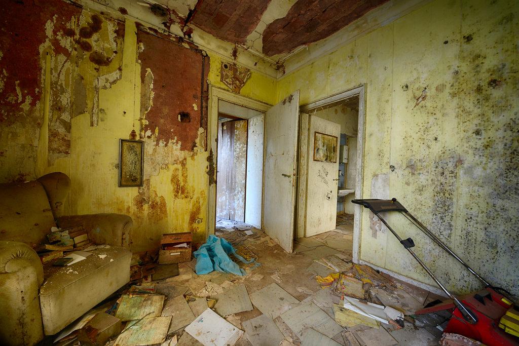 lost-place-anna-L-DrPain-svenspannagel-fotografie-urbex-urologen-villa-lostplace-rotten-place-10.jpg