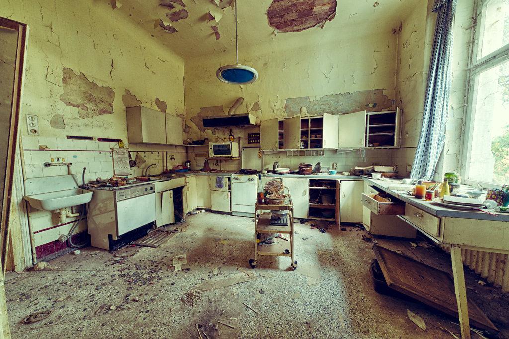 lost-place-anna-L-DrPain-svenspannagel-fotografie-urbex-urologen-villa-lostplace-rotten-place-11.jpg