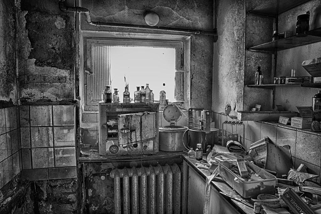 lost-place-anna-L-DrPain-svenspannagel-fotografie-urbex-urologen-villa-lostplace-rotten-place-3.jpg