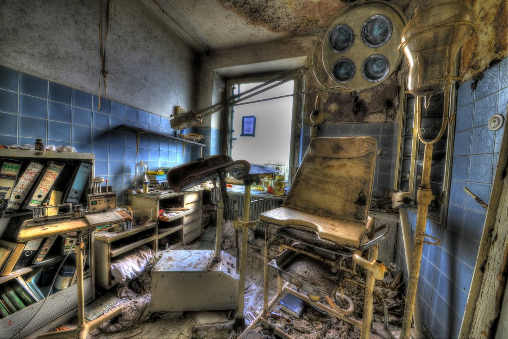 lost-place-anna-L-DrPain-svenspannagel-fotografie-urbex-urologen-villa-lostplace-rotten-place-23.jpg