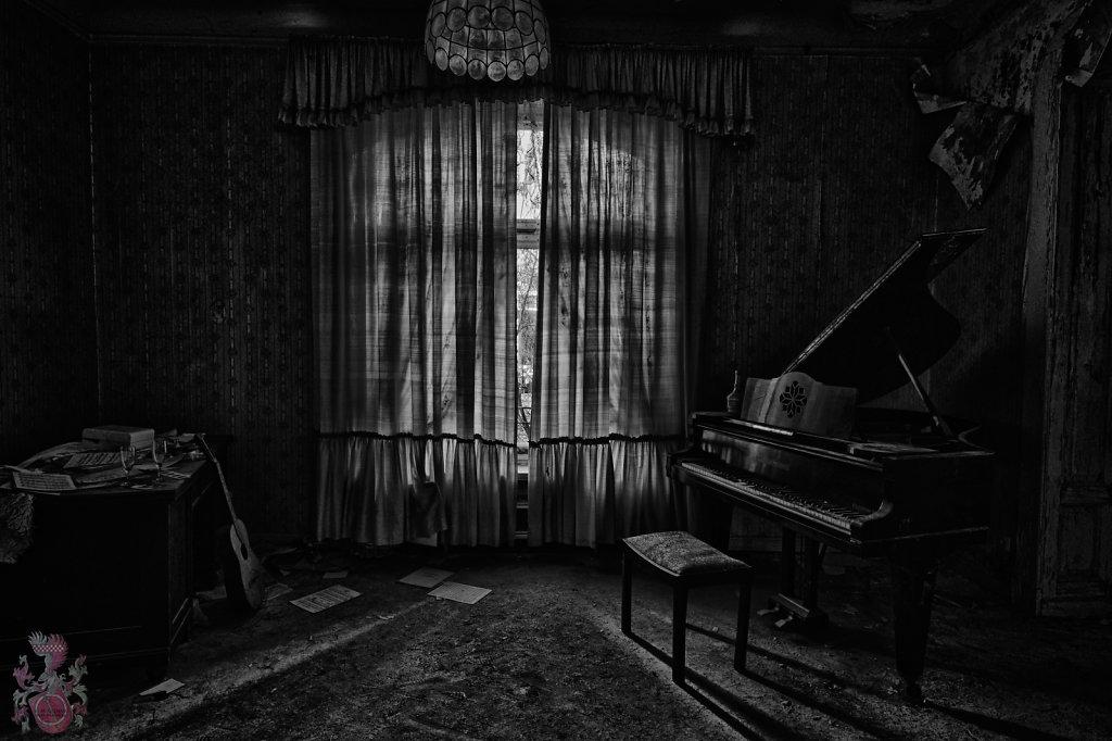 lost-place-anna-L-DrPain-svenspannagel-fotografie-urbex-urologen-villa-lostplace-rotten-place-29.jpg