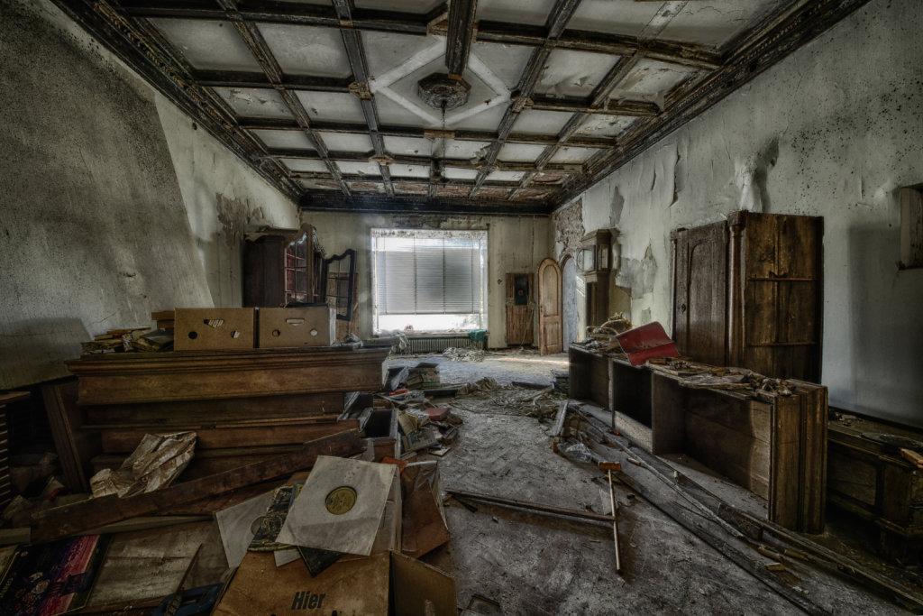 lost-place-anna-L-DrPain-svenspannagel-fotografie-urbex-urologen-villa-lostplace-rotten-place-30.jpg