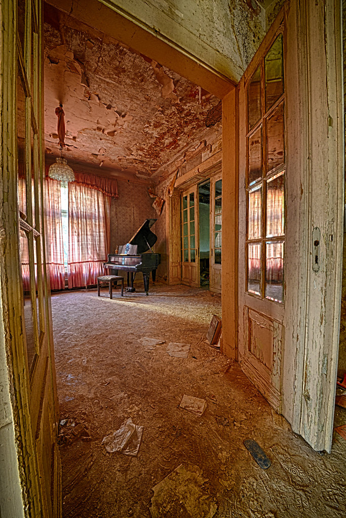 lost-place-anna-L-DrPain-svenspannagel-fotografie-urbex-urologen-villa-lostplace-rotten-place-34.jpg