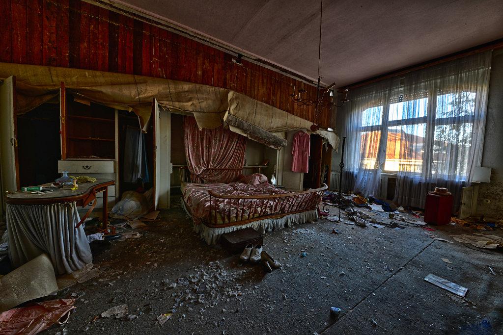lost-place-anna-L-DrPain-svenspannagel-fotografie-urbex-urologen-villa-lostplace-rotten-place-38.jpg