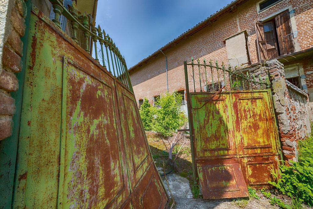 Lost-place-italien-im-schatten-des-atoms-all-ombra-dell-atomo-verlassendes-dorf-svenspannagel-fotografie-urbex-26.jpg