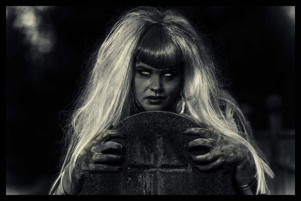 Beetlejuice-timburten-horror-Friederike-van-Frankenstein-svenspannagel-fotografie-2.jpg