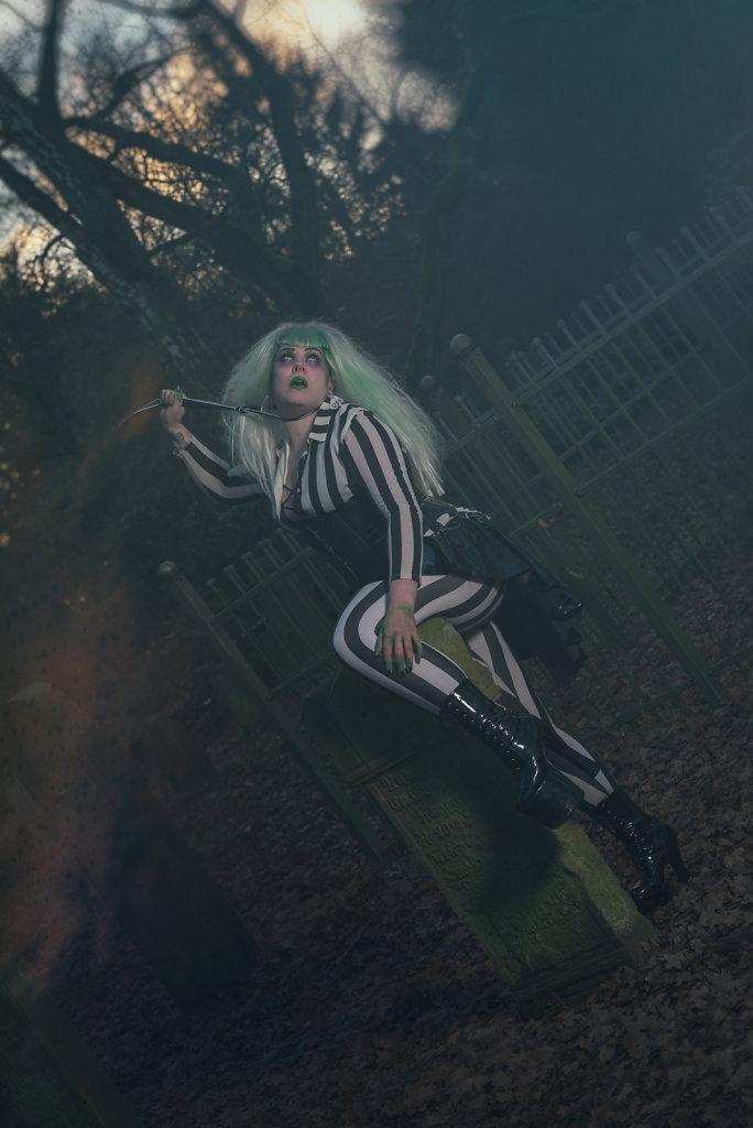 Beetlejuice-timburten-horror-Friederike-van-Frankenstein-svenspannagel-fotografie-scary-friedhof-gothic-7.jpg