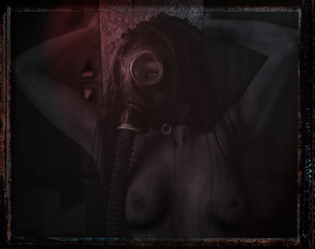 Whiskey-rocks-gasmasken-svenspanangel-fotografie-fetisch-bdsm-lost-lostplace-urbex-nude-akt-3.jpg