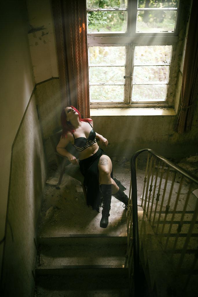 svenspannagel-fotografie-model-alastriona-fire-urbex-lostplaces-lost-horror-nurse-5.jpg