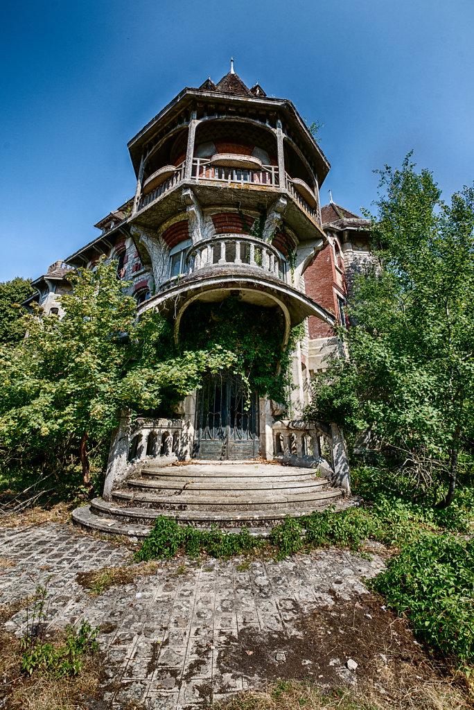 urbex-manoir-colimacon-frankreich-svenspannagel-fotografie-lost-places-gothic-treppe-maison-20.jpg