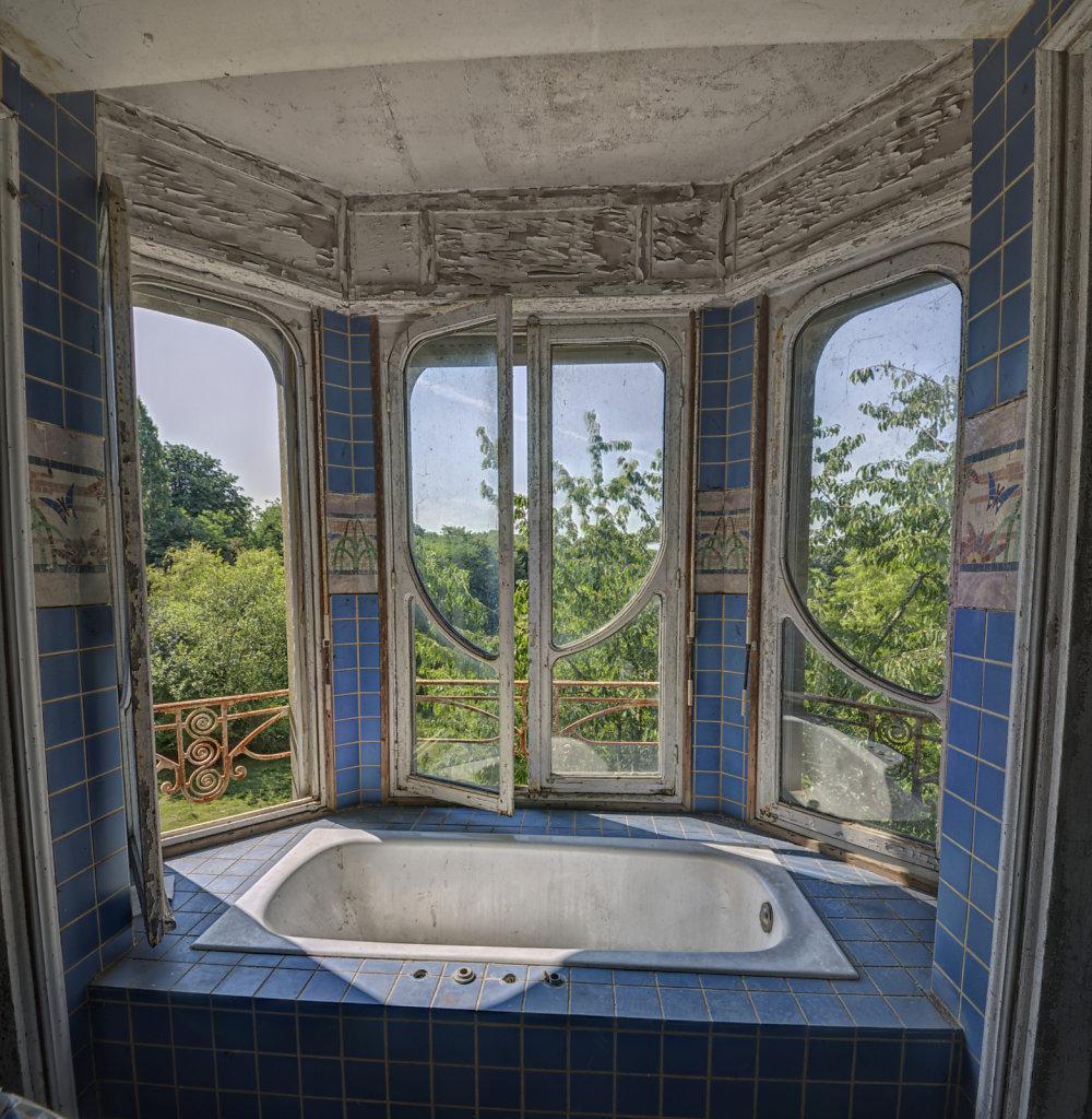 urbex-manoir-colimacon-frankreich-svenspannagel-fotografie-lost-places-gothic-treppe-maison-25.jpg