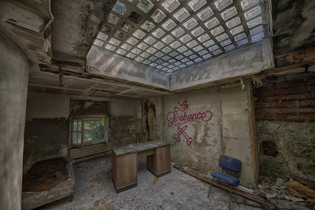 urbex-manoir-colimacon-frankreich-svenspannagel-fotografie-lost-places-gothic-treppe-maison-28.jpg