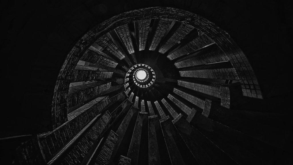 urbex-manoir-colimacon-frankreich-svenspannagel-fotografie-lost-places-gothic-treppe-maison-16.jpg