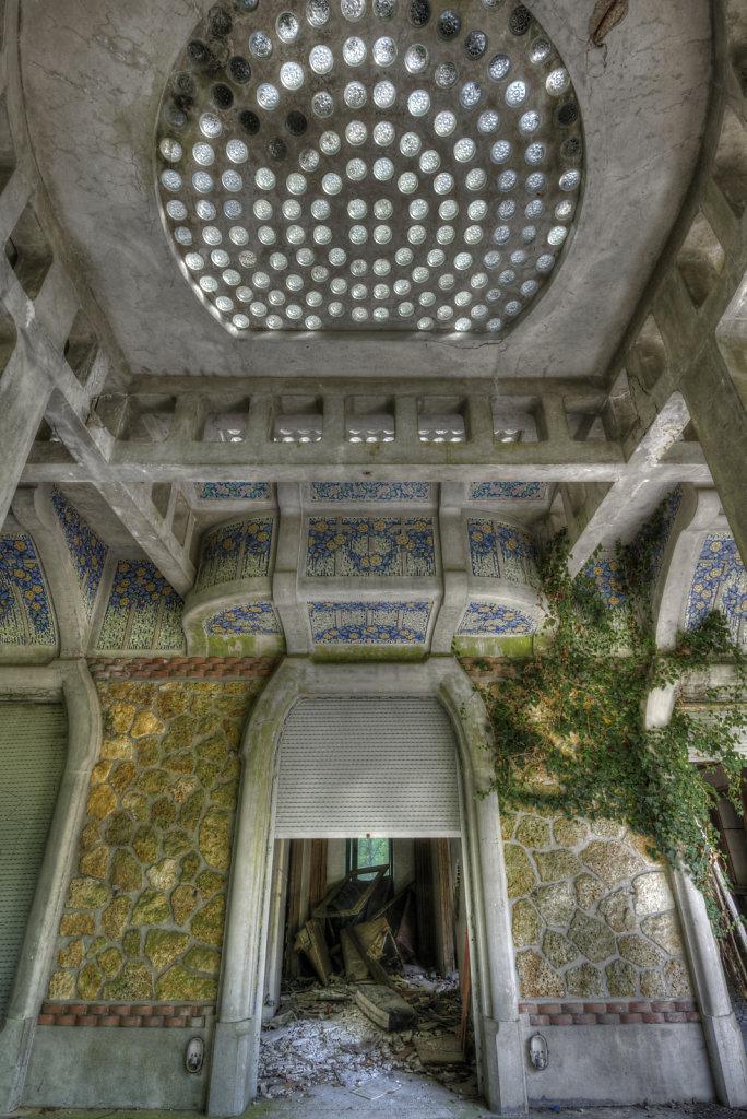 urbex-manoir-colimacon-frankreich-svenspannagel-fotografie-lost-places-gothic-treppe-maison-18.jpg